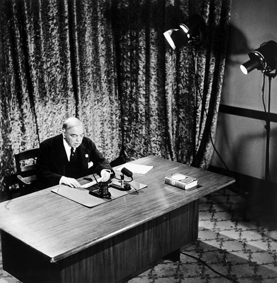 Mackenzie King broadcasting a message to Canada on VE-Day