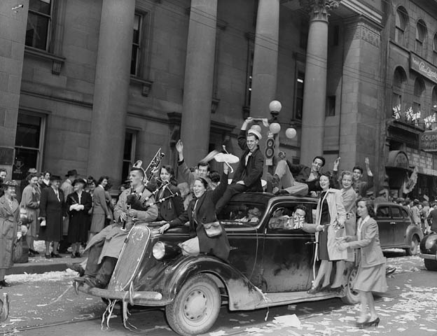 V-E Day on Sparks Street, Ottawa